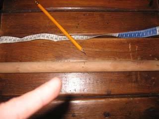 Ahora vuelve a marcar el palo de 50cm que cortaste a la mitad o sea a los 25cm